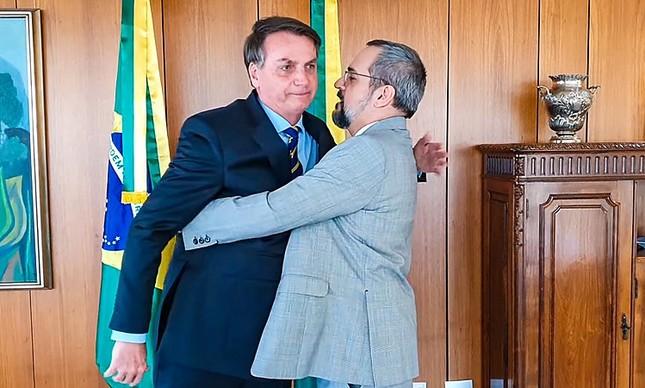 Abraham Weintraub se despede de Jair Bolsonaro no Planalto