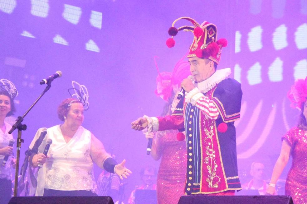 Getúlio Cavalcanti faz show carnavalesco no Teatro de Santa Isabel para abrir o festival — Foto: Marlon Costa/Pernambuco Press