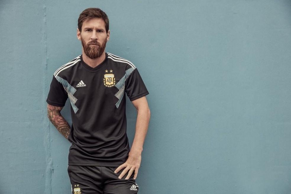 Messi no lançamento do novo uniforme reserva da Argentina (Foto: Reprodução)