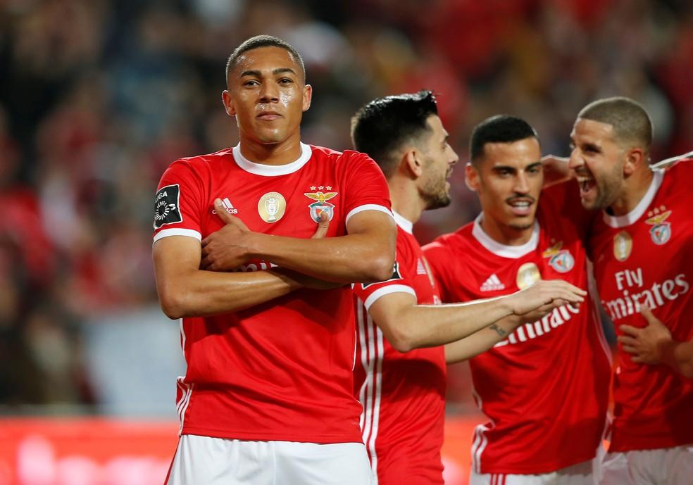 Resultado de imagem para Benfica goleia Marítimo com hat-trick de Carlos Vinícius