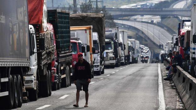 Com greve dos caminhoneiros, contas externas de maio têm superávit 73,9% menor que no mesmo mês de 2017