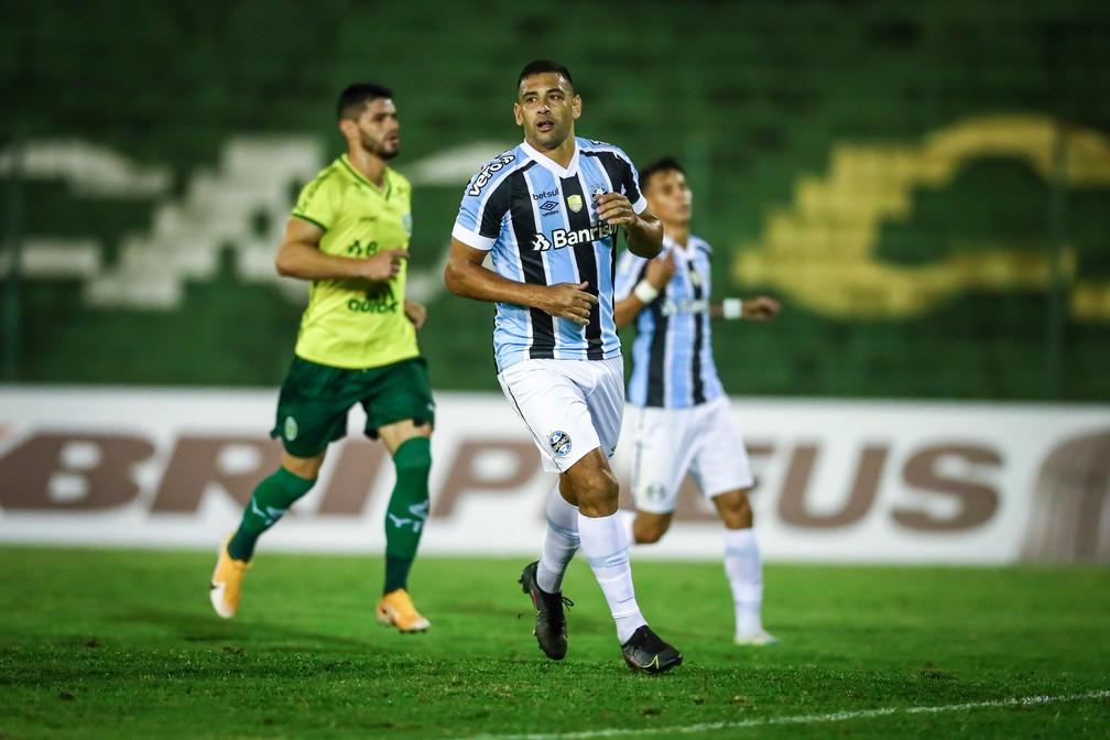 Diego Souza comemora sem 9º gol pelo Grêmio diante do Ypiranga na temporada 2021 — Foto: Lucas Uebel/DVG/Grêmio