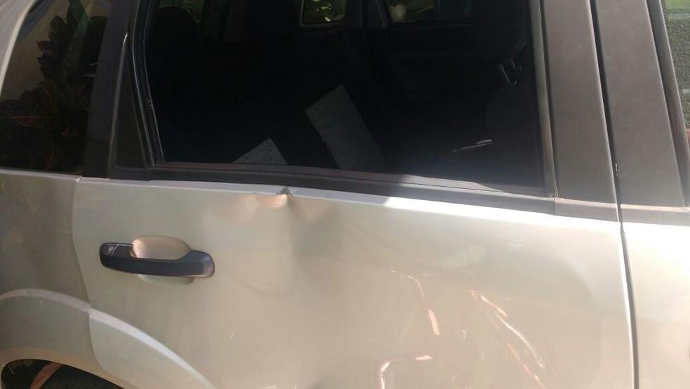 Carro ficou destruído após ação de criminosos (Foto: Arquivo Pessoal)