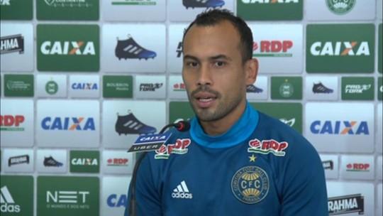 """Simião, sobre treino na hora do jogo do Brasil: """"O Coritiba é nosso maior objetivo"""""""