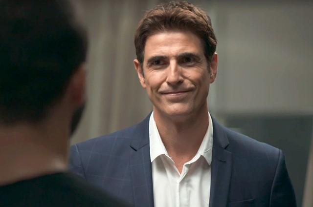 Reynaldo Gianecchini é Régis em 'A dona do pedaço' (Foto: Reprodução)