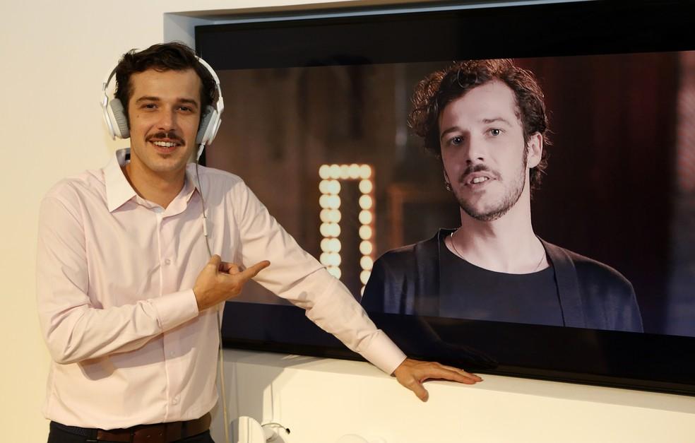 O ator Jayme Matarazzo conhece o espaço temático de 150m² e comenta sobre seu novo personagem (Foto: Fábio Rocha/Gshow)