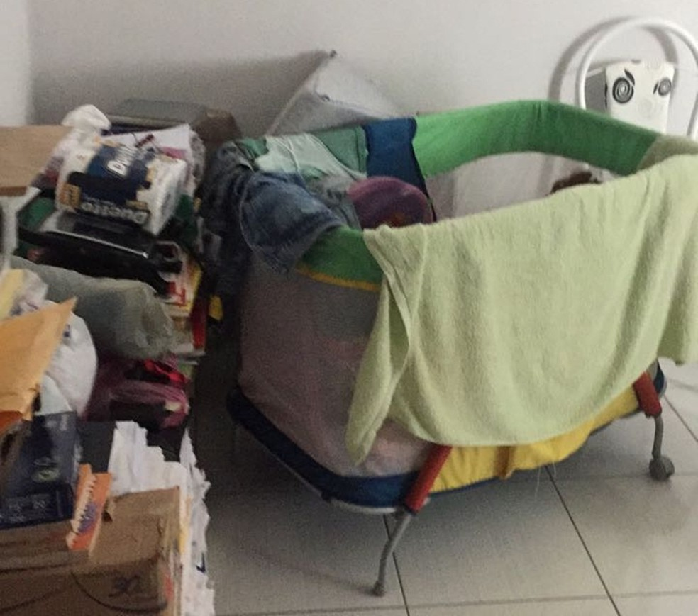 Bebê não era registrado e desde que nasceu vivia em cárcere privado, na Paraíba (Foto: Divulgação/Polícia Civil de São Bento)