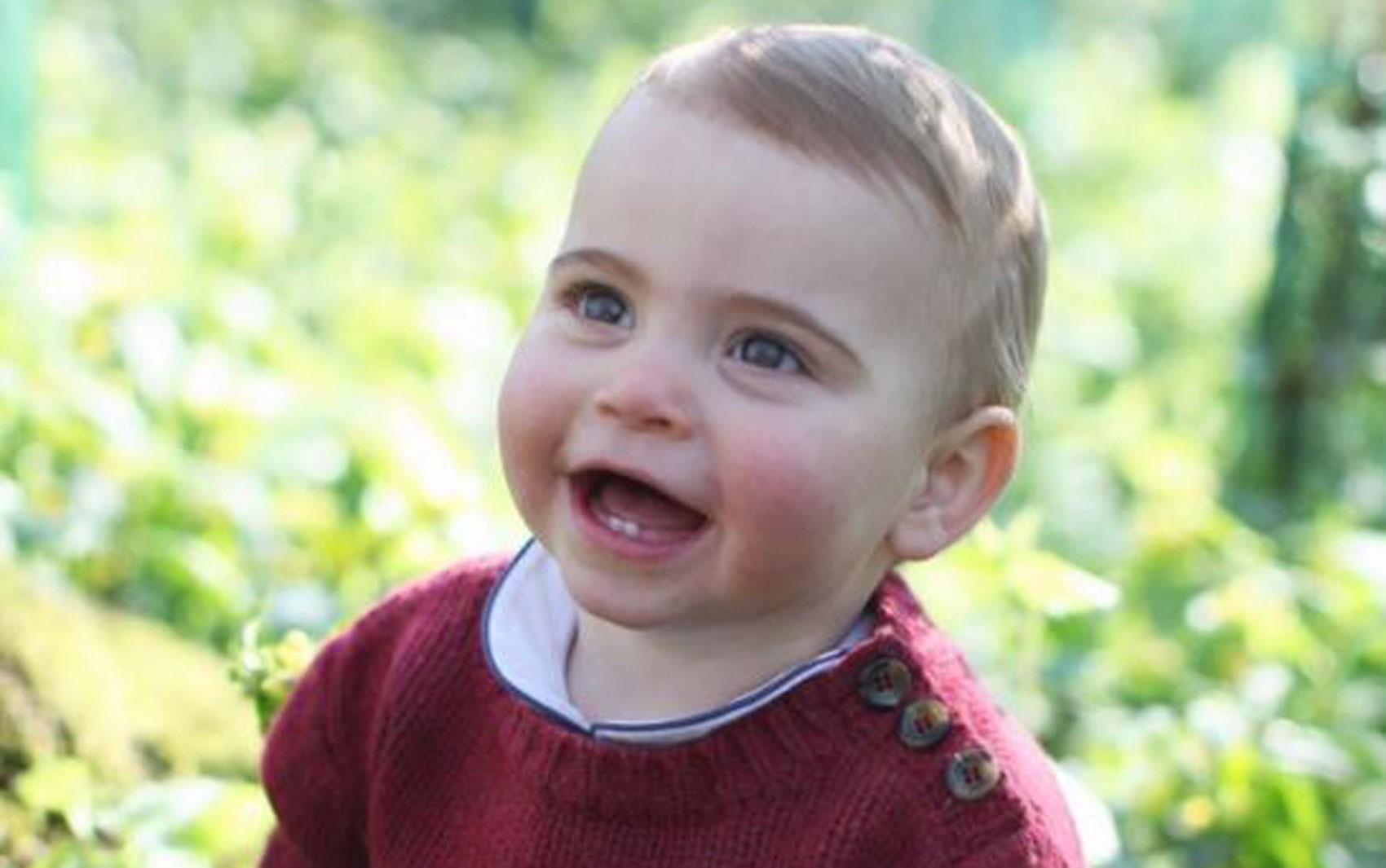 William e Kate divulgam fotos do príncipe Louis na véspera de seu primeiro aniversário
