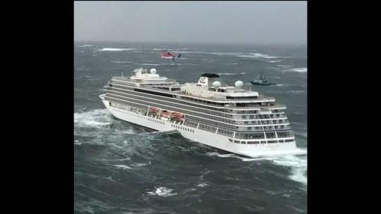 Quase 500 são resgatados de cruzeiro à deriva; 1,4 mil estavam a bordo