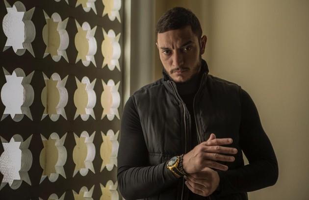 No sábado (20), Youssef (Allan souza Lima), capanga de Aziz, irá capturar Laila (Foto: Reprodução)