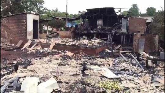 Casal morre em incêndio que atingiu nove casas em Ampére