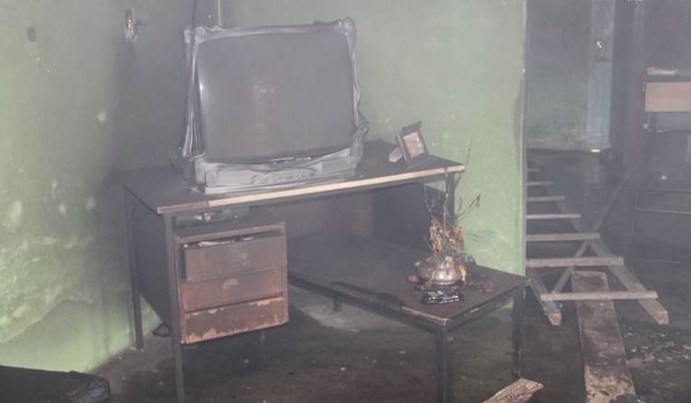 Incêndio atinge rádio e vigilante morre asfixiado em Taquaritinga do Norte, PE