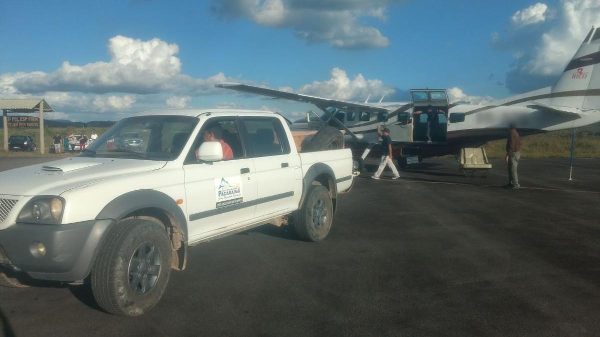 Corpo de brasileiro morto na Venezuela chega a cidade na fronteira de Roraima e embarca para o Amazonas