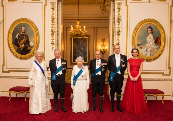 Camilla, duquesa de Cornwall, Charles, príncipe de Gales, rainha Elizabeth II, príncipe Philip, duque de Edimburgo, príncipe William, duque de Cambridge e Kate, duquesa de Cambridge (Foto: Getty Images)