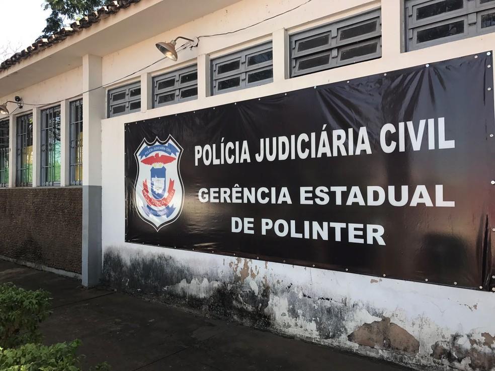 Paulo Taques foi levado para a sede da Polinter, em Cuiabá, onde deve prestar depoimento (Foto: Lislaine dos Anjos/G1)