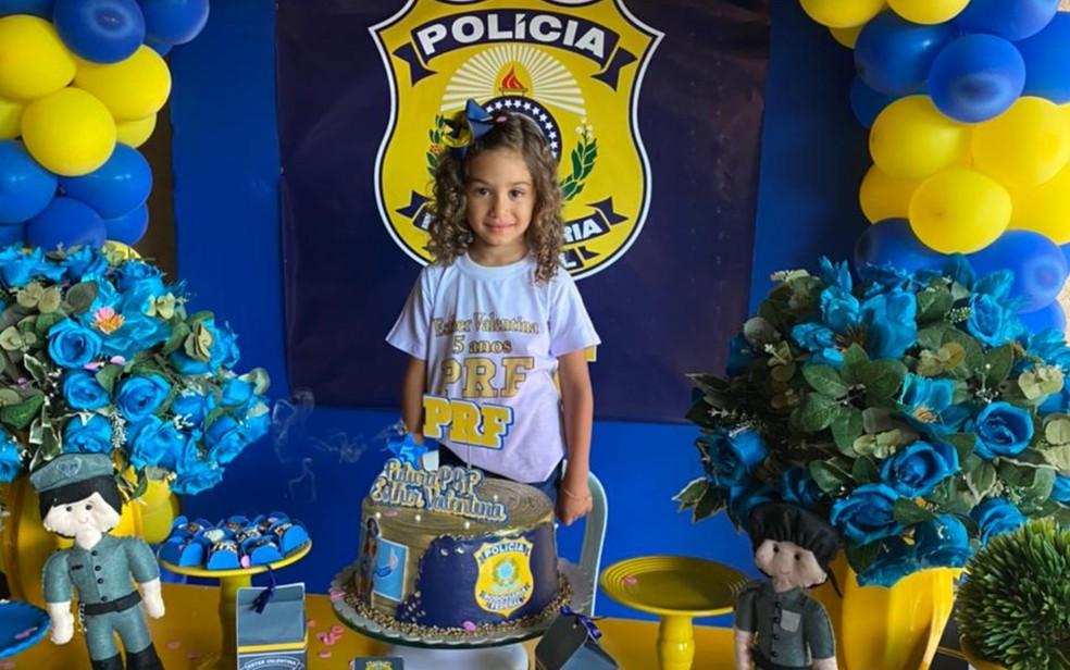 Fã da PRF, menina convida policiais para o aniversário de 5 anos dela, em Águas Lindas de Goiás — Foto: Divulgação/PRF DF
