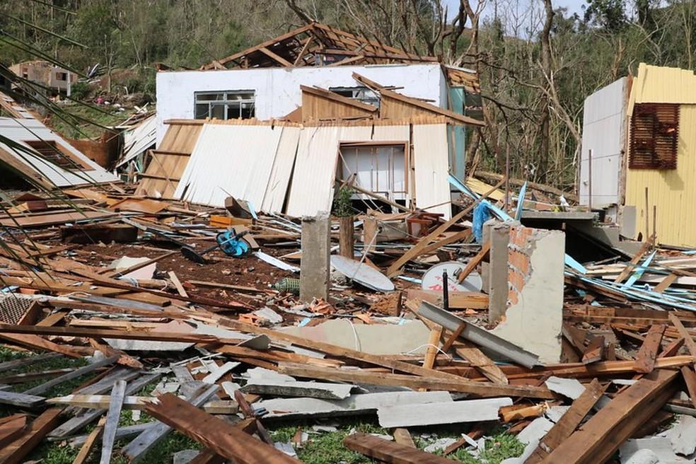 Jovem morre durante temporal em SC; ao menos 4 cidades foram atingidas por tornados 2
