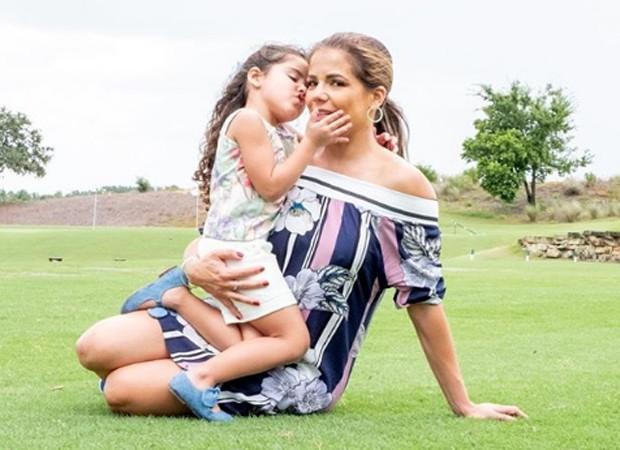 Nívea Stelmann e a filha caçula, Bruna (Foto: Reprodução/Instagram)