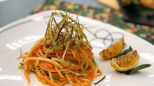 Espaguete de Abobrinha e Cenoura com Molho de Manteiga