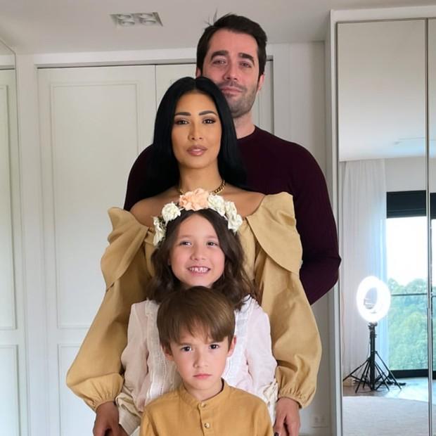 Simaria e Vicente Escrig com os filhos, Giovanna e Pawel (Foto: Reprodução/Instagram)