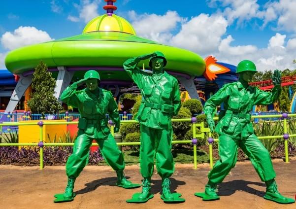 Soldados verdes de Toy Story na Toy Story Land (Foto: reprodução)
