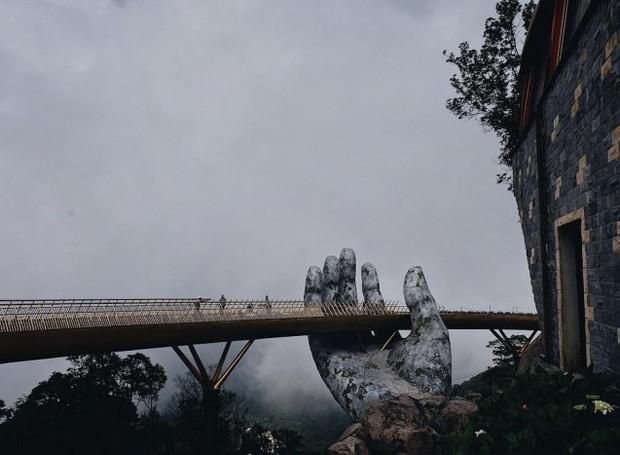 Ponte dourada em Da Nang, no Vietnã (Foto: Reprodução/ Bazan Travel)