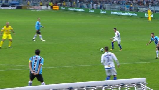 """Jogadores não se abalam com derrota, e Fábio explica gol: """"Bola pegou efeito"""""""