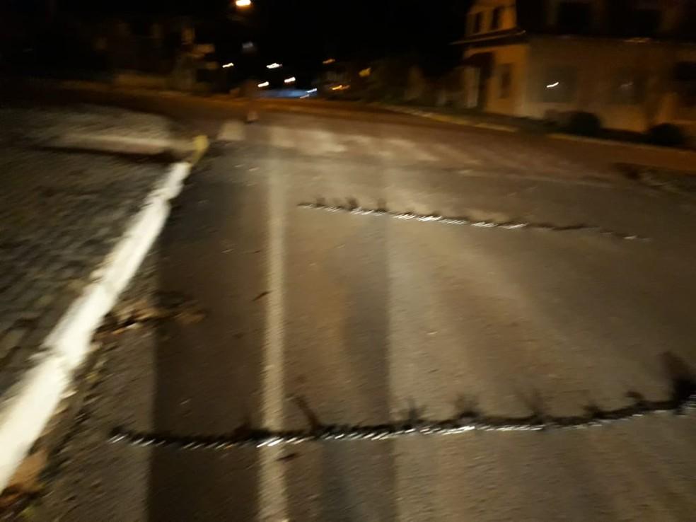 Criminosos fizeram cercos pela cidade — Foto: PM/Divulgação