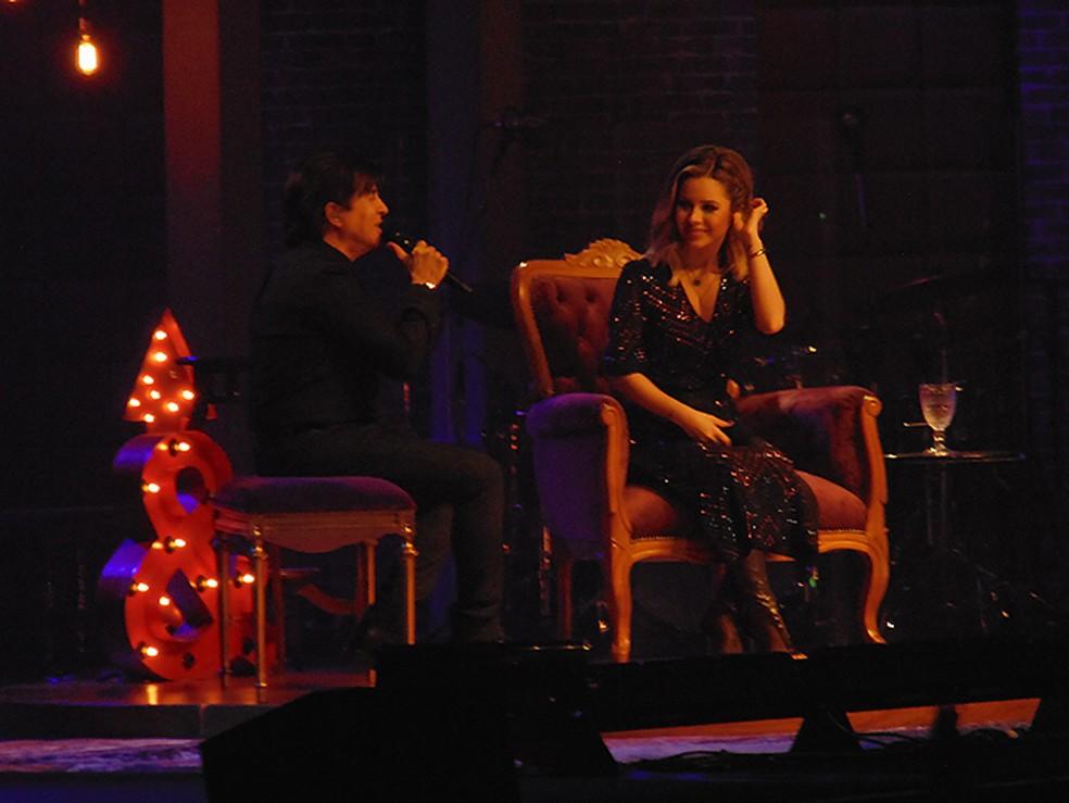 Sandy recebe o pai Xororó no show 'Nós, Voz, Eles' — Foto: Mauro Ferreira / G1
