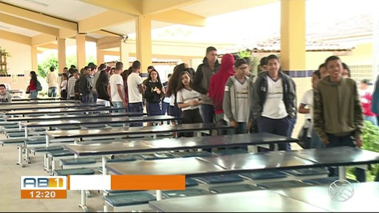 Alunos de escola pública criam projeto para reciclar copos descartáveis em Saloá