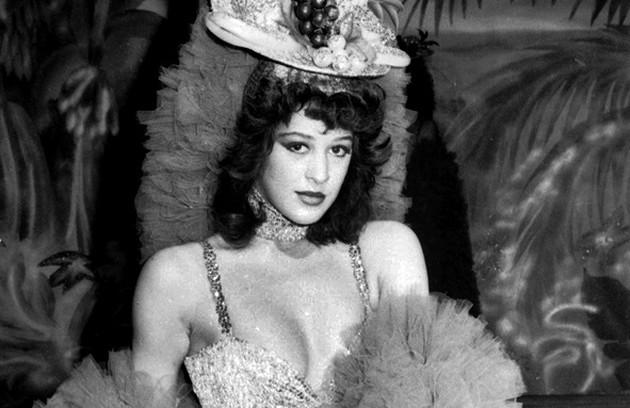 """A primeira novela de Claudia foi """"Roque Santeiro"""", de 1985, como a dançarina Ninon. Durante as gravações, ela conheceu seu segundo marido, Alexandre Frota, com quem se casou no ano seguinte (Foto: Memória TV Globo)"""