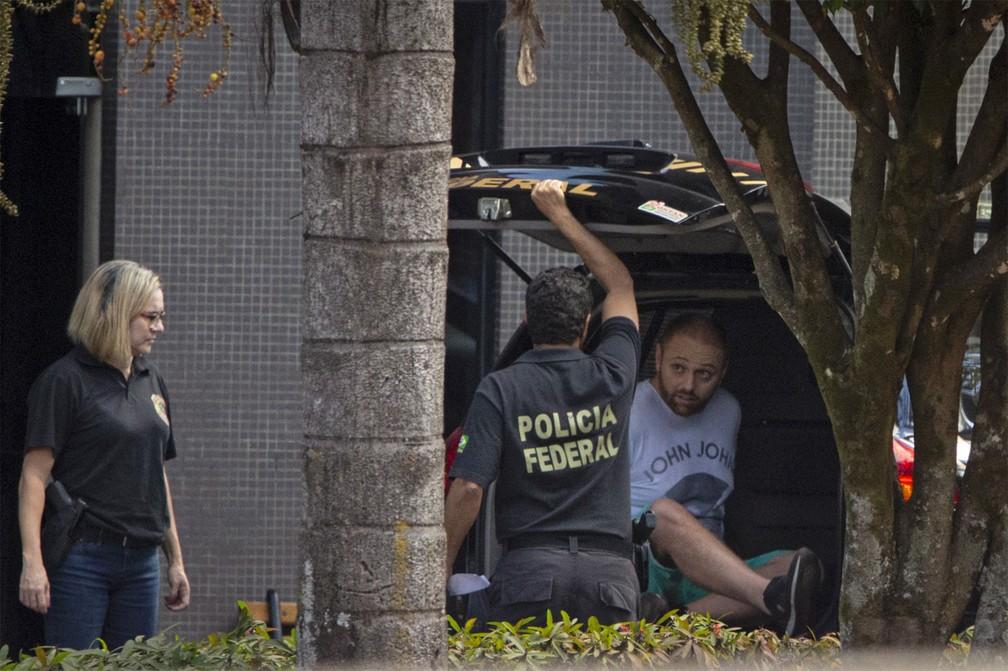 Walter Delgatti Neto, preso pela PF por envolvimento na invasão do app Telegram do ministro da Justiça, Sergio Moro, em imagem de quarta-feira (24), em Brasilia — Foto: Daniel Marenco/Agência O Globo