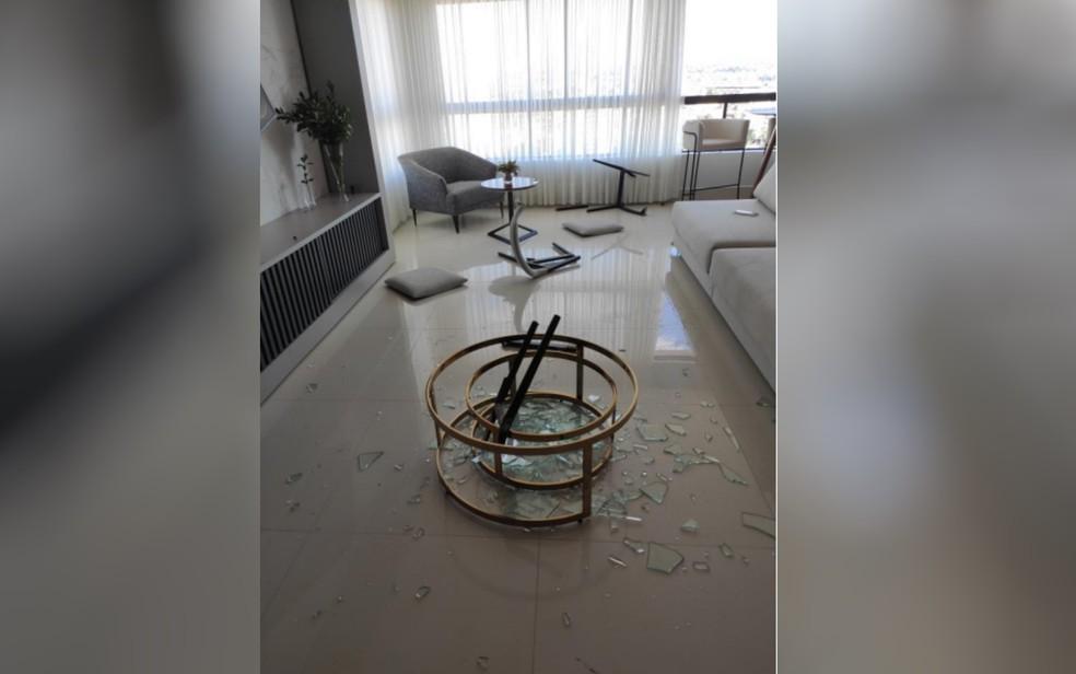 Homem é suspeito de agredir esposa, quebrar carro de luxo dela e móveis do apartamento do casal após cadela cair do 19ª andar e morrer , em Anápolis — Foto: Polícia Militar/Divulgação