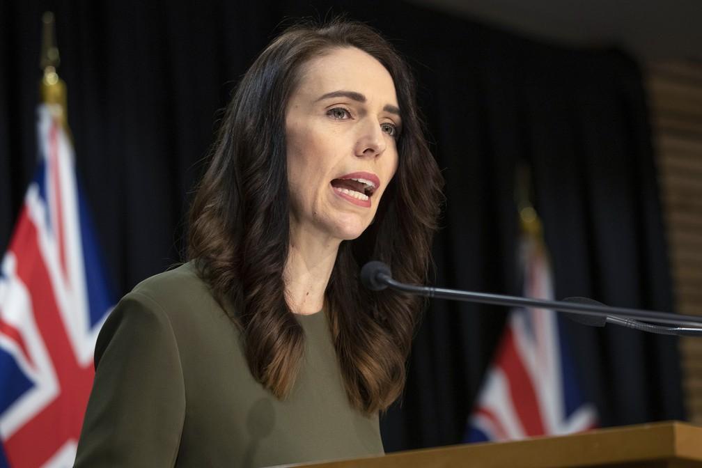 A primeira-ministra da Nova Zelândia durante uma coletiva de imprensa em Wellington, na Nova Zelândia, em 17 de agosto — Foto: Mark Mitchell/New Zealand Herald via AP