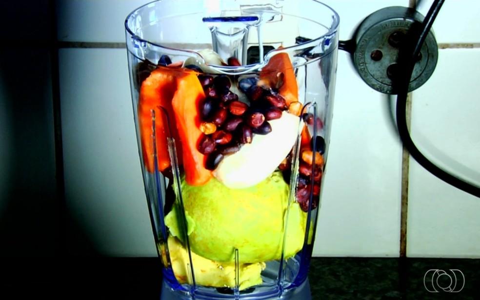 Vitamina leva frutas e legumes em Goiânia — Foto: Reprodução/TV Anhanguera