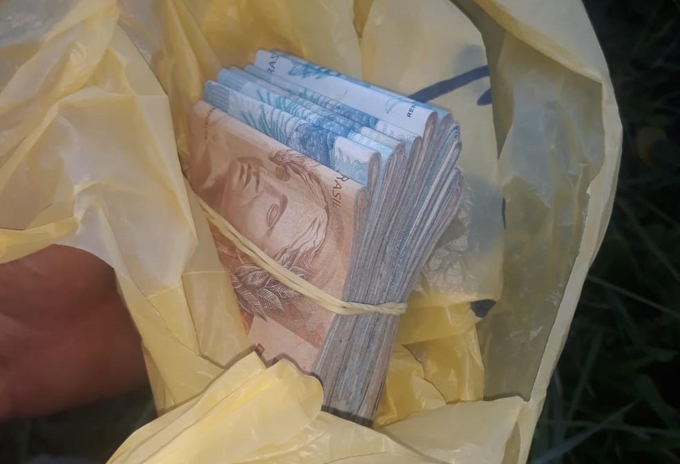 Foram cumpridos mandados de prisão e de busca e apreensão contra policial suspeito de vender armas de origem ilícita — Foto: MPCE/Divulgação