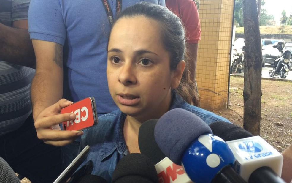 Vivian Oliveira, mãe de João, de 2 anos e sete meses, conta o pânico que viveu (Foto: Bruno Albernaz / G1)