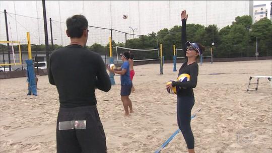 Equipe de vôlei de praia do Japão se prepara para 2020 com Isabel