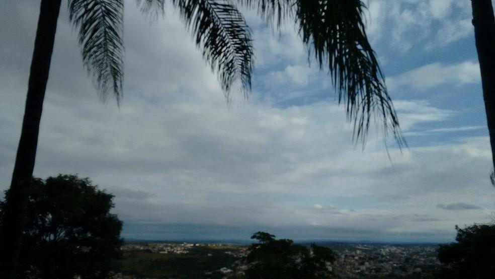 Quarta-feira amanhece com chuva e temperatura amena em Campo Grande