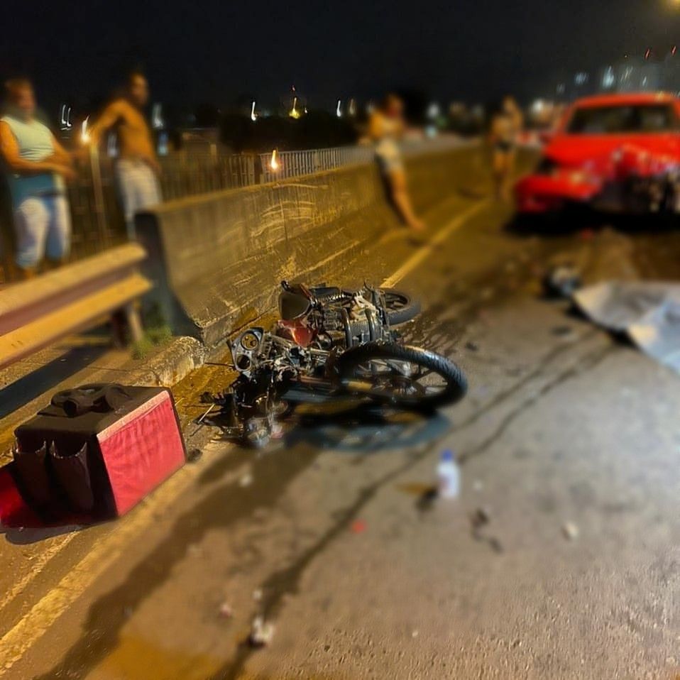 Motociclista morre após colidir de frente com carro em viaduto em Uberlândia