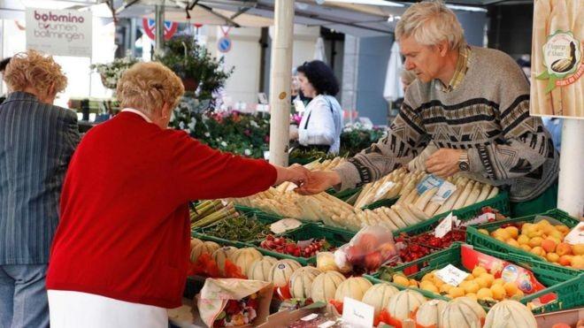 O que está por trás da preferência dos suíços por dinheiro em espécie? (Foto: Alamy/BBC)