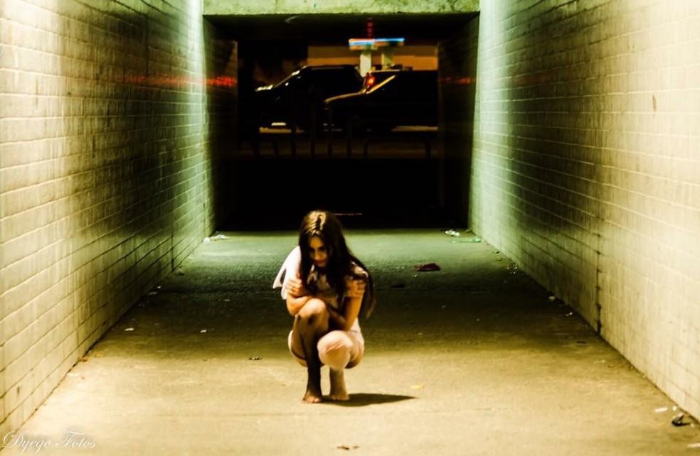 Alexandra voltou ao túnel meses após o crime para superar seu medo (Foto: Dyego Alves Gonçalves)