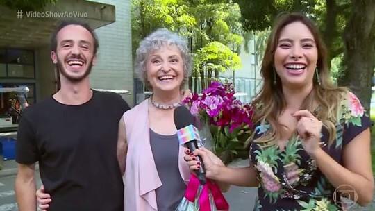 Ana Lucia Torre se emociona com surpresa do filho, o músico Pedro Lobo