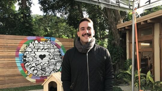 André Marques aparece com novo visual no 'É de Casa' e público compara com Freddie Mercury