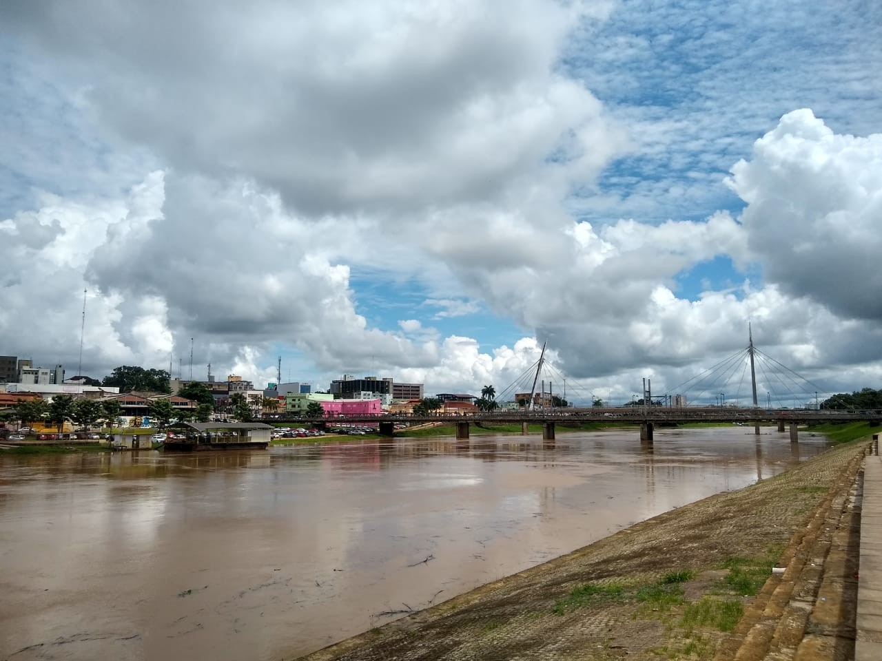 Corpo é encontrado boiando no Rio Acre em Rio Branco - Notícias - Plantão Diário