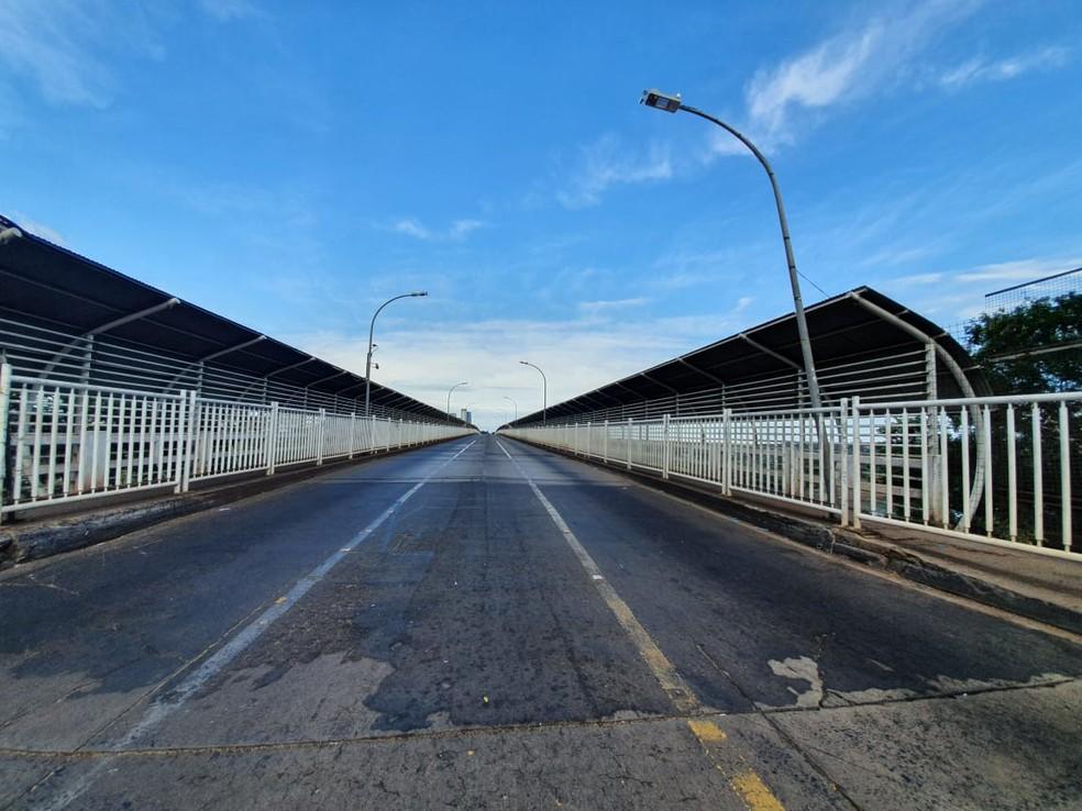 Ponte está fechada desde março por causa da pandemia do novo coronavírus — Foto: Renan Gouveia/RPC