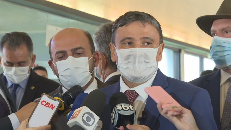 Governador do Piauí, Wellington Dias (PT), após visita aos laboratórios da União Química, em Brasília  — Foto: TV Globo/Reprodução