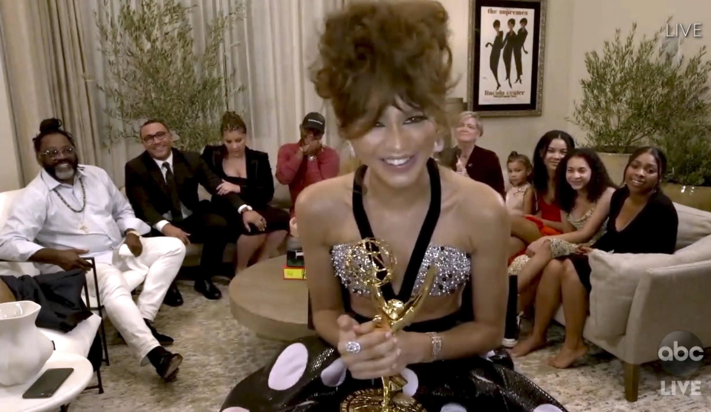 Zendaya se torna a vencedora mais jovem de um Emmy de melhor atriz de série de drama