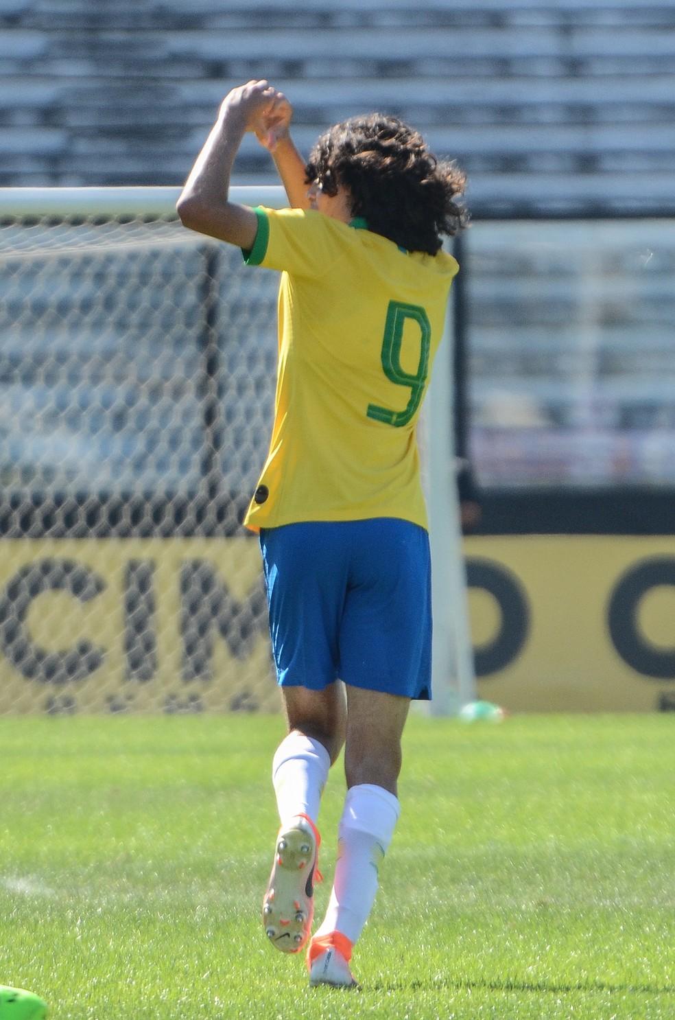 Garoto é destaque também na seleção de base — Foto: Rener Pinheiro / MoWA Press