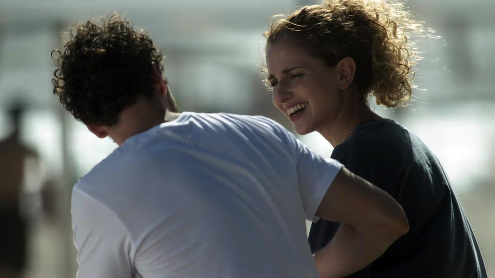 E aí, ela vai topar? — Foto: TV Globo